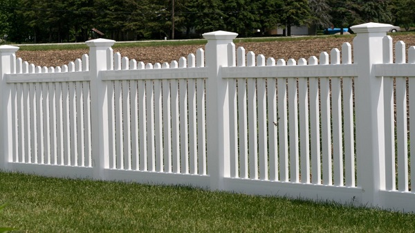 What You Need to Know About Vinyl Fencing